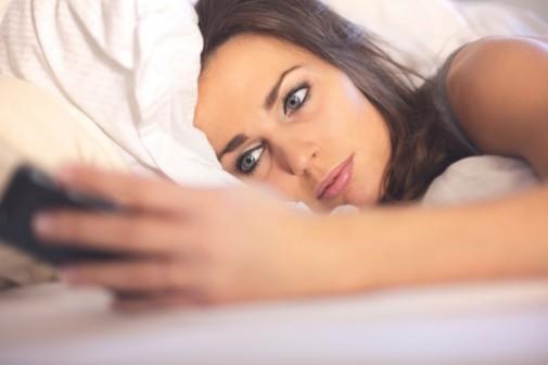 Smartphone bright lights may disrupt sleep patterns