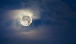 Can a full moon bring on labor?