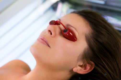 Young girls ignore cancer risk from tanning indoors