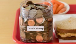 Paying cash for lunch may save kids calories