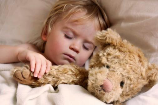 Toddlers' internal body clocks set real bedtime