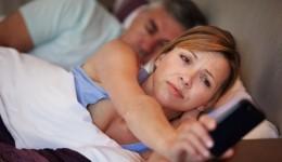 Smartphones disrupt sleep, productivity