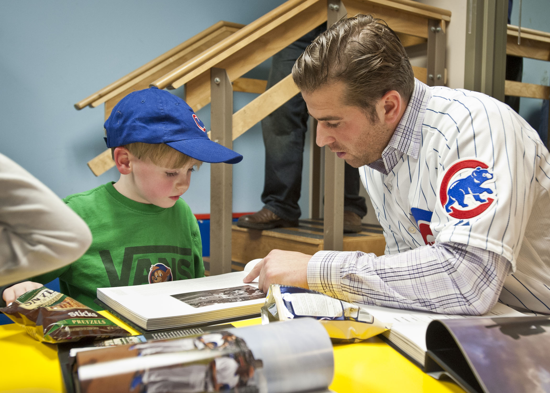 Cubs prospect Mike Olt gets in some reading time with one little boy.