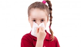 Infographic: How to stop your child's nosebleed