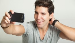 Are men who take selfies narcissistic?