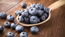 How blueberries help to lower blood pressure
