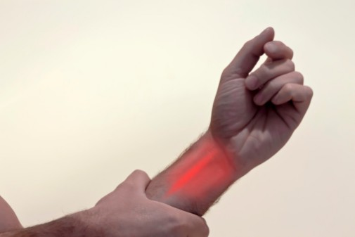 3 signs it's time to see a doctor for carpal tunnel syndrome