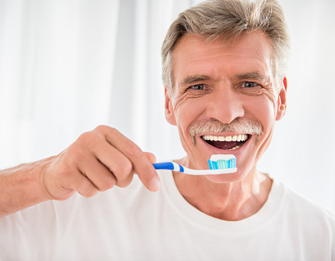 How to keep your teeth healthy as you age