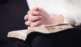 Women who attend religious services have lower risk of death