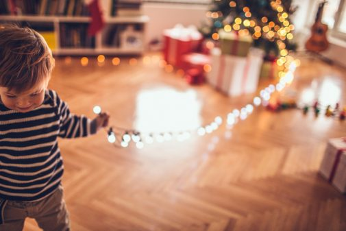 Infographic: 5 simple tips for safe holiday decorating