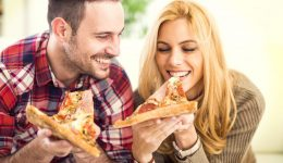 Infographic: How to make a healthier pizza