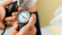 Infographic: 5 ways to naturally lower your blood pressure