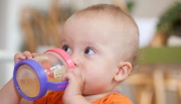 Here's why you should stop giving your baby fruit juice