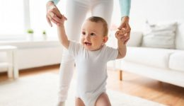 """""""When should my child take his/her first steps?"""" Your questions answered"""