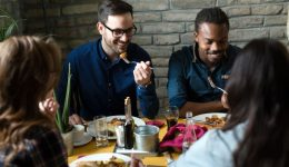 8 tips for eating healthier while dining out