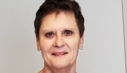 Nurse postpones retirement to fight pandemic